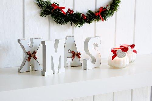 Декоративни букви IS 2x33x11см 4 бр./п-т